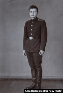 Юлий Сергеевич Худяков после службы в Советской армии.