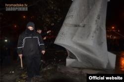 Попытка сноса памятника Дзержинскому в Запорожье, 7 ноября 2014 года