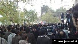 Тегерандагы политехникалык университеттеги демонстрациядан көрүнүш, жарандык кабарчынын сүрөтү, 7-декабрь, 2009-жыл