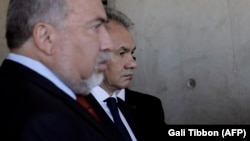 Russian Defense Minister Sergei Shoigu (right) and his Israeli counterpart, Avigdor Lieberman, in Jerusalem last year
