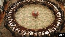«Круглий стіл» між представниками комуністичного уряду Польщі та польською опозицією. Варшава, 6 лютого 1989 року (архівне фото)