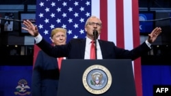U.S. Republican Senator Kevin Cramer speaks at a rally with Donald Trump in 2018.