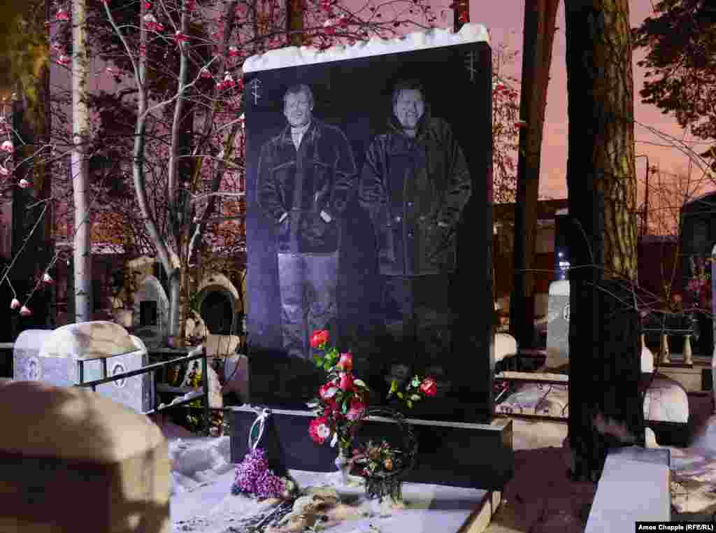 Two apparent members of the Uralmash gang who died in a shoot-out in the early '90s.