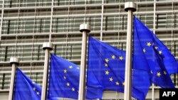 Флаги Евросоюза перед зданием Еврокомиссии в Брюсселе. Иллюстративное фото.