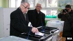 Претседателот Киро Глигоров гласа на изборите во 2009-та