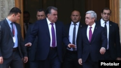 Armenia - President Serzh Sarkisian and his Tajik counterpart Emomali Rahmon emerge from the presidential palace in Yerevan after holding negotiations, 14Jun2017.