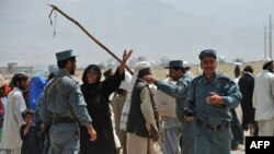 Pashtun nomads talk to Afghan police after confrontations with Hazaras in late August 2010.