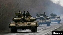 Українські військовослужбовці на танках біля Артемівська. 2 березня 2015 року