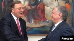 Armenian Foreign Minister Edward Nalbandian (right) meets with his visiting Georgian counterpart Grigol Vashadze.
