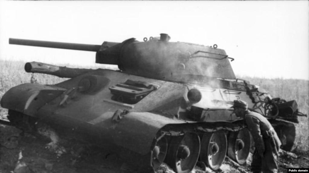 Подбитый танк Т-34. Курская дуга, июль 1943 года