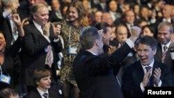 Члены российской делегации празднуют успех России