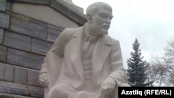 Өфөлә Ленинға ҡайтанан урынына ҡуйылған һәйкәл