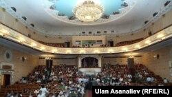 Абдылас Малдыбаев атындагы Опера жана балет театрынын залы.