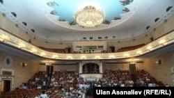 Опера-балет театрынын көрүүчүлөр залы. 2013-жыл.