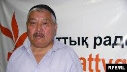 Пенсионер Оразалы Сакаев в бюро радио Азаттык. Алматы, июль 2009 года.