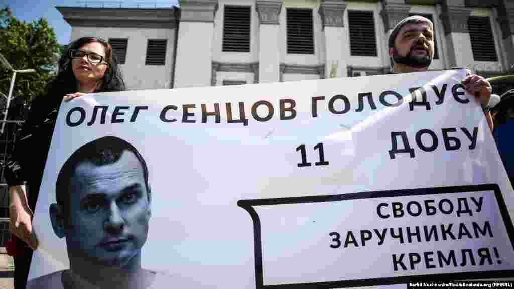 16 травня стало відомо, що Сенцов оголосив безстрокове голодування