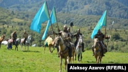 Фестиваль «Ұлы дала рухы» открылся парадом участников. Алматинская область, 27 августа 2016 года.