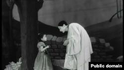 """კადრი მარსელ კარნეს ფილმიდან """"ქანდარის შვილები"""""""