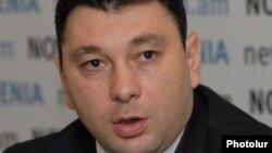 Пресс-секретарь правящей Республиканской партии Армении, вице-спикер Национального Собрания Армении Эдуард Шармазанов (архив)