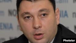 Вице-спикер Национального Собрания Армении, пресс-секретарь правящей Республиканской партии Армении Эдуард Шармазанов