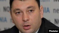 Пресс-секретарь правящей Республиканской партии, вице-спикер парламента Армении Эдуард Шармазанов