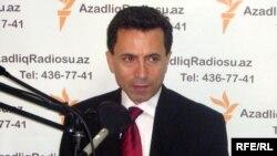 ABŞ-da fəaliyyət göstərən GünAz TV-nin qurucusu və rəhbəri Əhməd Obalı AzadliqRadiosunun Bakı bürosunda, 7 avqust 2009