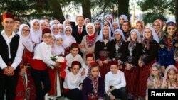 Presidenti turk, Recep Tayyip Erdogan së bashku me gruan e tij, Emine Erdogan dhe anëtarë të tjerë të komunitetit mysliman në Komotini, Greqi.