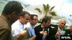 محسن مخملباف و بهمن قبادی پس از کنفرانس خبری حمایت از جعفر پناهی در جشنواره فیلم کن