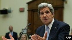 جان کری ۲۸ فروردینماه در محل کنگره آمریکا به سوالات کمیته روابط خارجی مجلس نمایندگان آمریکا پاسخ میداد.