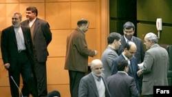 نمايندگان مجلس ایران در مصوبه خود خواستار سرعت بخشيدن به برنامه های هسته ای تهران شدند.