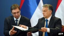 Aleksandar Vucic (L) i Viktor Orban