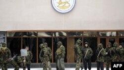 После войны 2008 года югоосетинское руководство уступило требованиям Москвы сократить численность военнослужащих республики с 2800 человек до двух рот – подразделения специального назначения и почетного караула