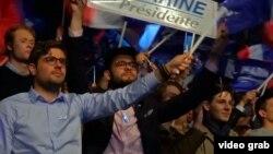 Французы на митинге в поддержку одного из кандидатов в президенты Франции