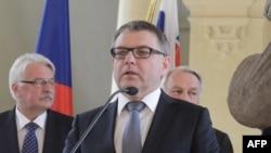 Министр иностранных дел Чехии Любомир Заоралек выступает после встречи министров «Вышеградской четвёрки», Германии и Франции. Прага, 27 июня 2016 года.