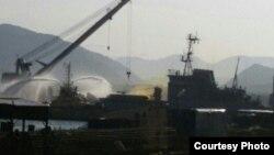 Желтое облако, образующееся при авариях жидкостных ракет с высококипящими компонентами топлива, над военным пирсом в Вилючинске