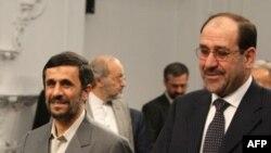آقای احمدی نژاد می گوید که در جریان سفر نخست وزیر عراق به تهران به او گفته است که در صورت تکذیب خبر، اسناد مربوط به این موضوع را منتشر می کنیم.(عکس: AFP)