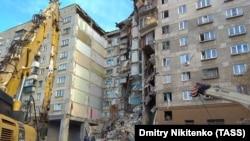 Место обрушения части дома в российском Магнитогорске
