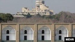 برج جهاننما بر فراز میدان نقش جهان اصفهان