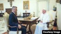 Tači i papa Franjo, Vatikan, jun 2016.