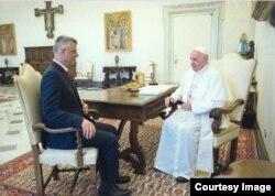 Hashim Thaçi sa papom Franjom na privatnoj audijenciji u Vatikanu