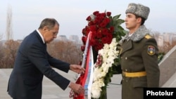 Armenia - Russian Foreign Minister Sergei Lavrov visits the Armenian Genocide Memorial in Yerevan, 20 Nov 2017
