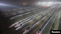 Китайські швидкісні потяги в депо в місті Ухань, провінція Хебей, архівне фото