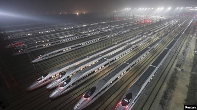 چین طولانیترین خطوط راهآهن سریعالسیر جهان را داراست که ده هزار کیلومتر را با سرعت ۲۰۰ کیلومتر بر ساعت یا بیشتر پوشش میدهد