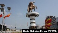 На плоштадот е предвидено обраќање на премиерот Груевски, а ќе биде пуштена и фонтаната со споменикот Вон на коњ.