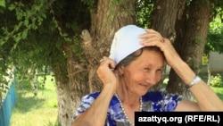 Пенсионерка из села Жабасак, представившаяся Галей Алтынбаевой. Актюбинская область, 8 августа 2016 года.