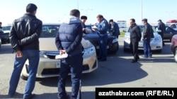 Türkmenistan. Polisiýa barlaglary. Arhiw suraty
