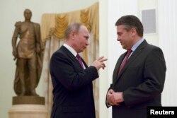 Владимир Путин и Зигмар Габриэль во время визита главы МИД Германии в Москву в марте этого года