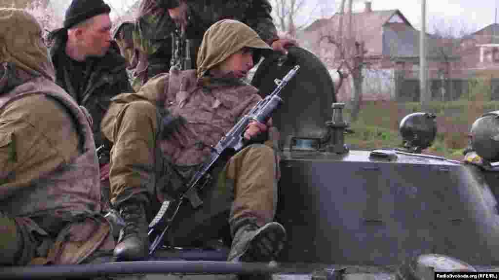 Українські військові на бронетехніці