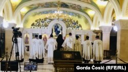 Sveštenstvo SPC-a u Beogradu služi misu u znak podrške uhapšenim sveštenicima u Crnoj Gori, 14. maj 2020. godine
