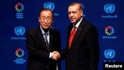 Генеральний секретар ООН Пан Ґі Мун і президент Туреччини Реджеп Ердоган, чия країна приймає тисячі біженців із Сирії (фото ілюстративне)